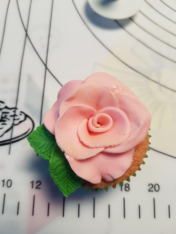 #Cupcake #gluten #free #pasta di zucchero #rosa