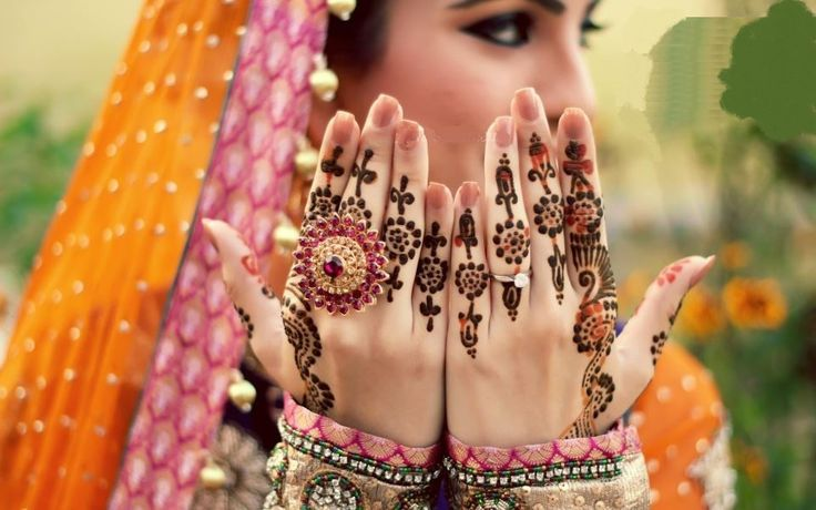 Arabic henna designs are currently in fashion and mostly liked all over the World. Arabic henna desi...