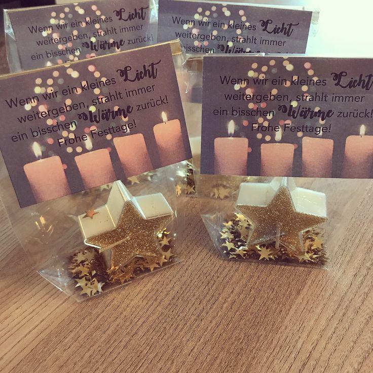 """🌟 Es sind die kleinen Dinge im Leben, die glücklich machen! Daher habe ich heute Nachmittag diese kleinen Tütchen mit einer Kerze vorbereitet! 🕯🌟 Die Idee mit dem Spruch habe ich neulich bei @lehrerinnenleben88 gesehen 😘 Danke dafür! Die Tütchen sind für meine lieben Kolleginnen als kleines Zeichen ! Für die Kids habe ich zudem ganz viele """"Glückssträhnen"""" fürs neue Jahr abgepackt! 🍀💚 Jetzt werden noch die letzten Weihnachtskarten geschrieben & Geschenke eingepackt! Dann bin ich ready fü…"""