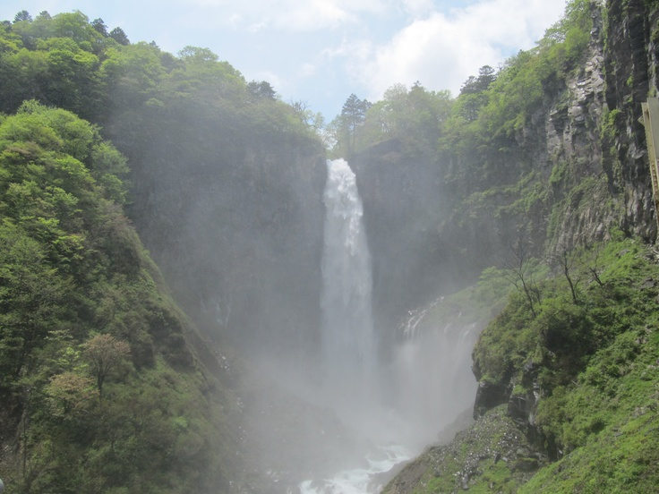 Kegon Falls   The almost 100 meter tall Kegon Waterfall (Kegon no taki) is the most famous of Nikko's many beautiful waterfalls.