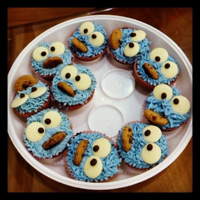 Cookie monster cupcakes for wear it pink! Awesome! #wearitpink #cupcakes #cookiemonster