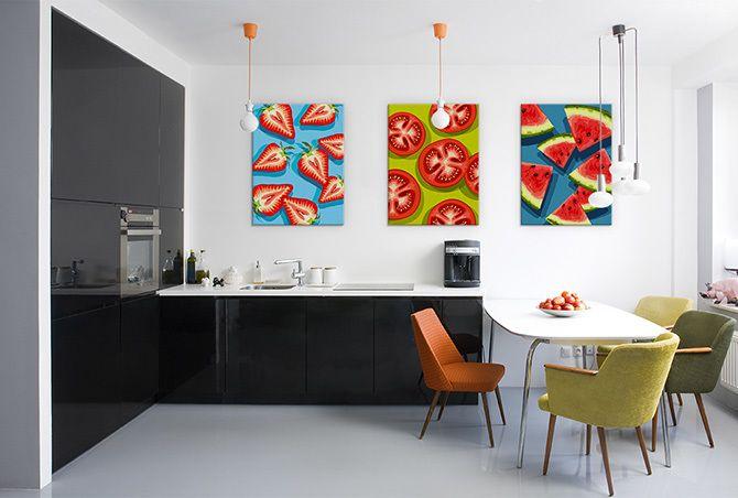 Nie tylko w kuchni, ale także w jadalni, salonie czy nawet sypialni na ścianach znaleźć się mogą obrazy, grafiki i fototapety, które odwołują się do przyjemności zmysłowych, zwłaszcza tych najbardziej apetycznych.   #wystrojwnetrz #dekoracjedodomu #DecoArt24
