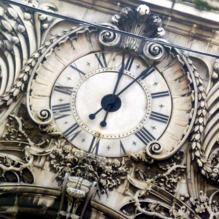 Clock of Triumphal Arch - Lisbon Portugal