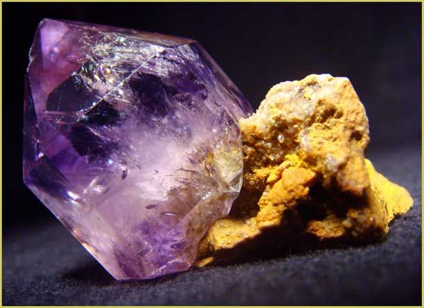 Amethyst.Аметист, одиночный кристалл 3см. на подложке, Южн. Казахстан.