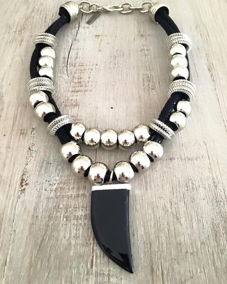 Collar Horn Premium