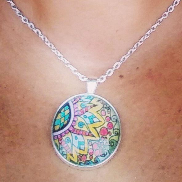 My first pendant   #Zentangle #cabochon #pendant #myart #thefirst #color #doodling #tangle #acquacri