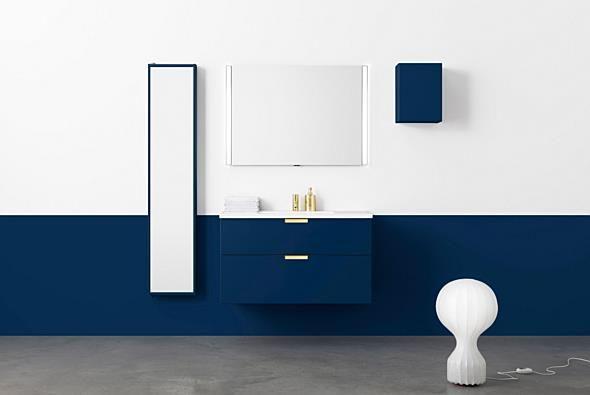 Aspen Badrum / Badrumsmöbler / Scandinavian / Bathroom Furniture / A100 Grand Underskåp med Grepp och tvättställ i porslin. A100 Spegel med reglerbar sidobelysning. Spegelförvaring, Väggskåp 30x40.