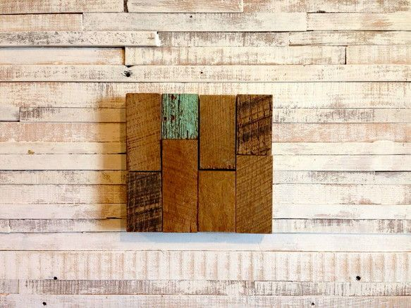 オークの古材とペイント古材のウッドパネルです。お部屋のアクセントに。size / 縦18.5cm 横17.5cm 厚さ2.5cm 値下げしました。¥4...|ハンドメイド、手作り、手仕事品の通販・販売・購入ならCreema。