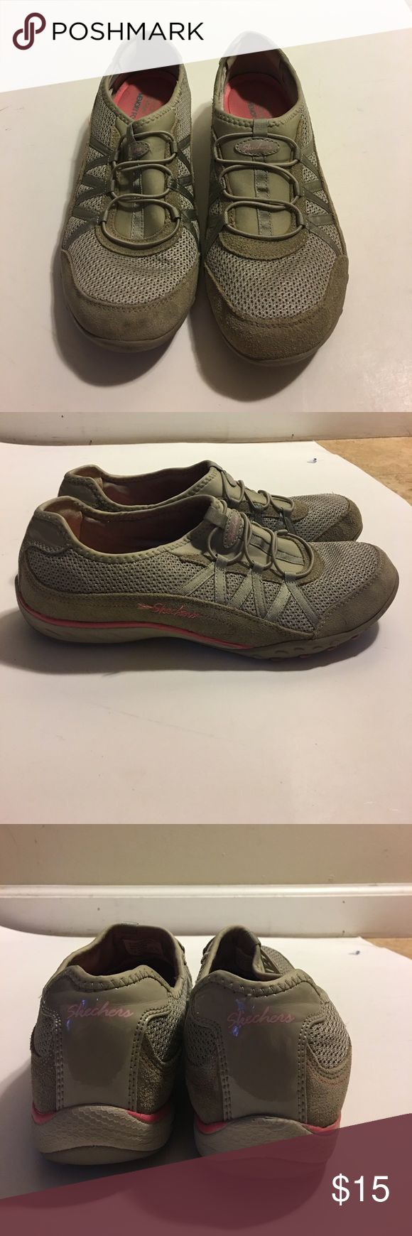Skechers Relaxed Fit Memory Foam Sneakers size 10 Beige / tan / neutral Skechers Relaxed Fit Memory Foam Sneakers size 10.  Shoes have scuff marks, stains, piling and show signs of wear.  Refer to photos to view condition.  From a smoke free home. Skechers Shoes Sneakers