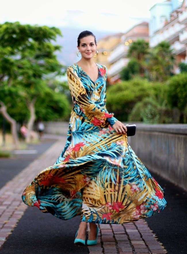 Browse the best tropical print outfit inspiration   @marilynsclosetb blogger in colorful, long-sleeve maxi dress, teal pumps