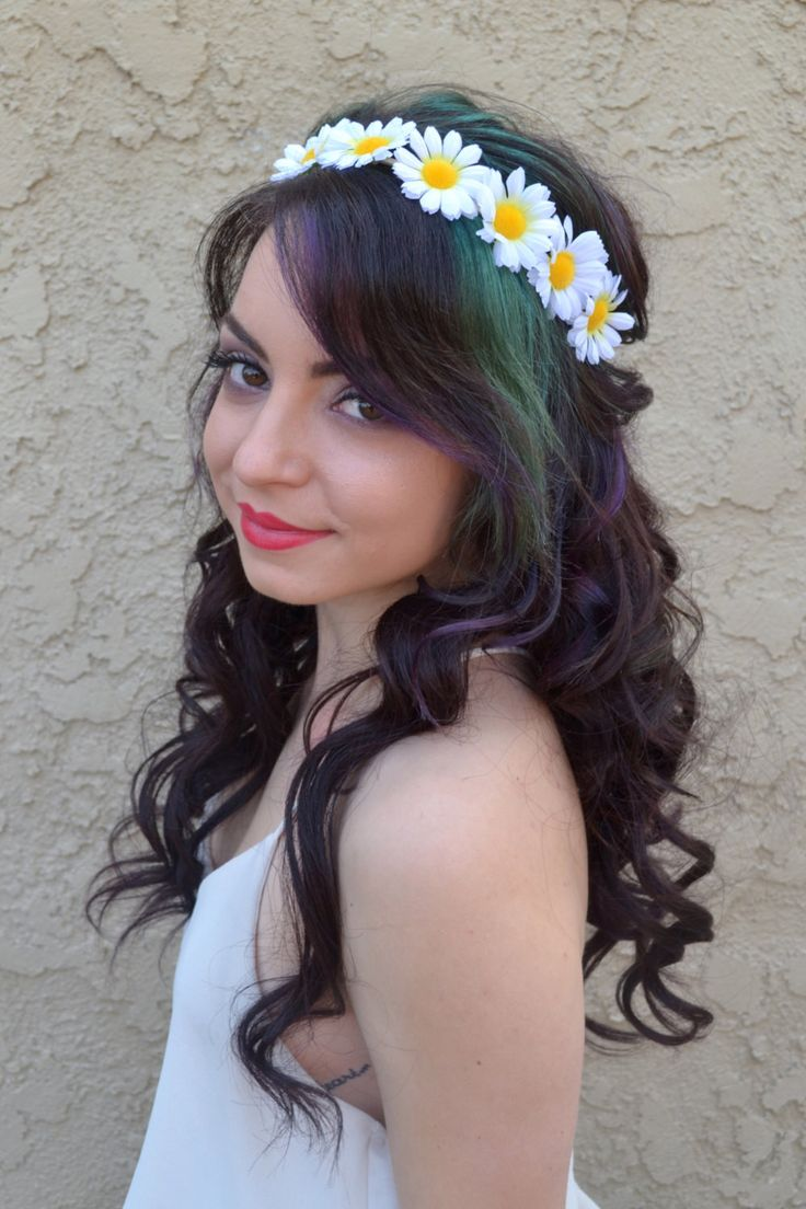 Beautiful flower headband made with white daisies on suede leather lace. Both ends of string are decorated with matching bead. Headband can be fastened in back with a knot and is adjustable to every h