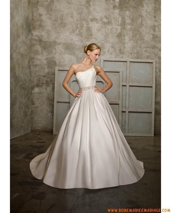 Boutique robe de mariée asymétrique ivoire avec traîne décorée de cristaux satin