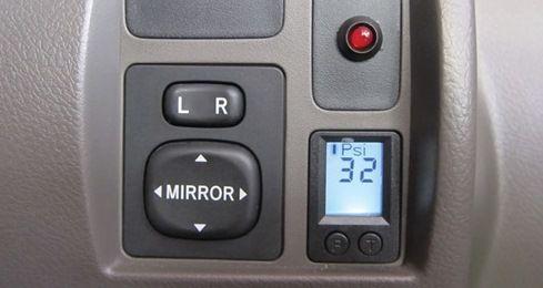 Terlalu tinggi atau pun terlalu rendah, tekanan udara ban mobil, tidaklah aman. Cari tahu berapa tekanan udara ban mobil yang aman untuk kendaraanmu di sini!