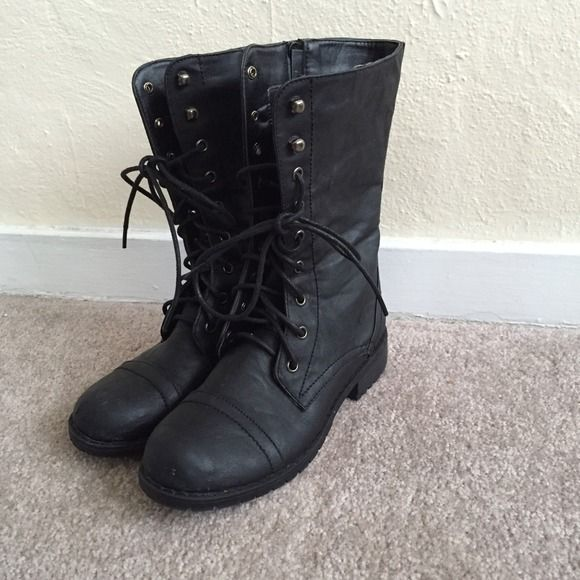 Black Boots Just bought from postmark but they're not exactly what I'm looking for. Used but in really good condition! nb Shoes