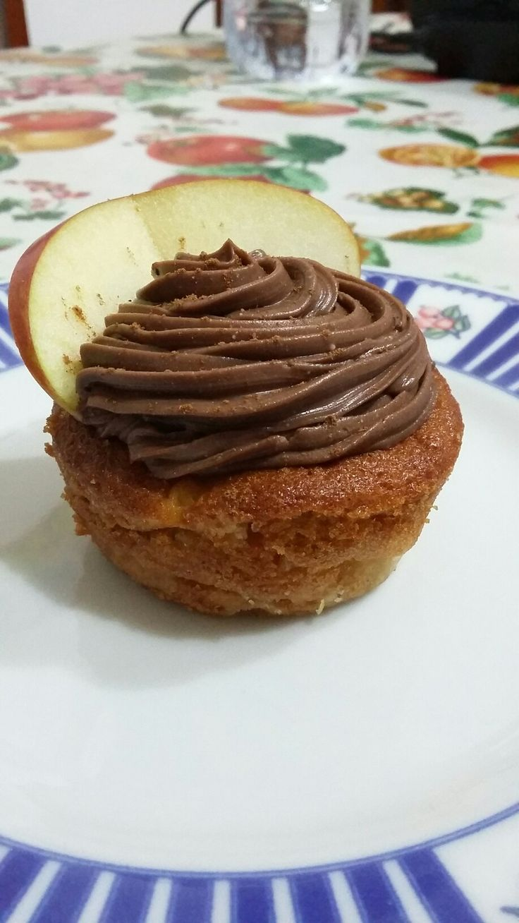 Cupcakes apple and cinnamon, with mascarpone and nutella cream ❤