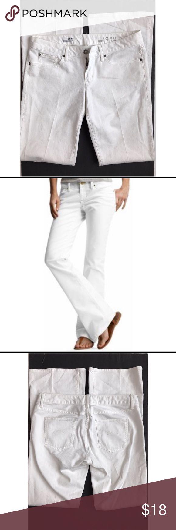 "Women's Gap 1969 Bootcut Curvy Jeans - Sz. 29/8reg A great staple to add to your summer wardrobe. Inseam: 33"" GAP Jeans Boot Cut"