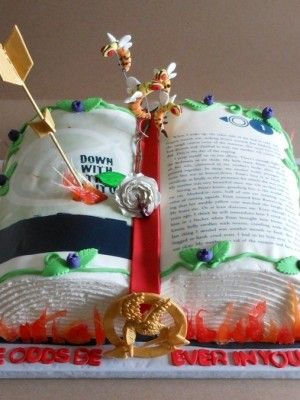 Okay, this Hunger Games cake is amazing. Who ever made this, should make allll these different book themed cakes like this:D