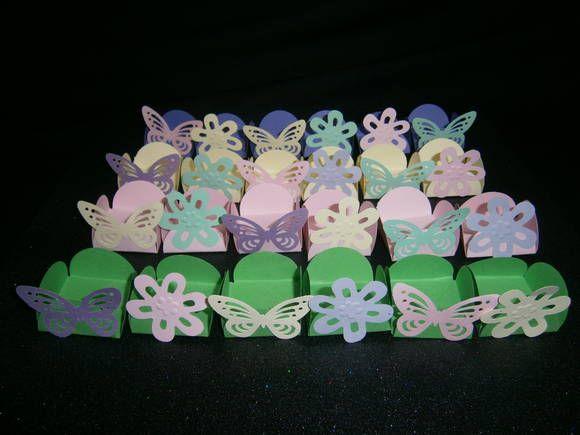 25 Caixinha para doces com a borboleta vazada e flores . diversas cores. Ideal para a mesa de doces - Festa Clean lindas. e sofisticadas. R$ 10,00
