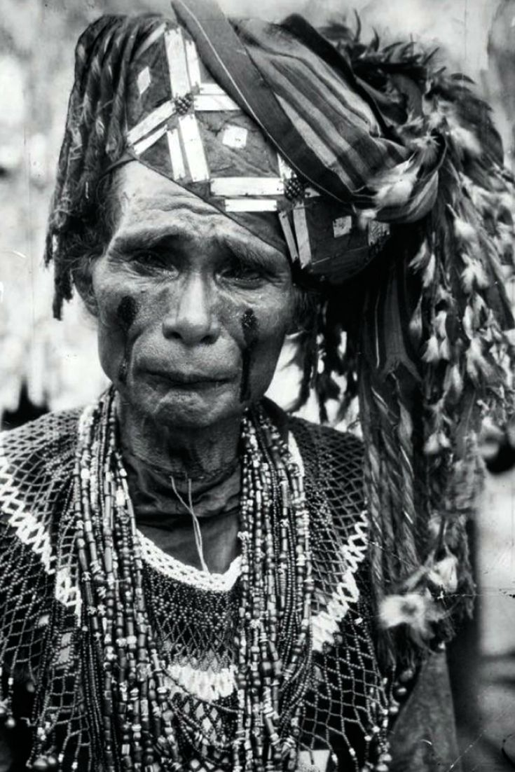 A Toraja shaman wearing a round bead collar and several bead necklace.  ca. 1930   |||  Source; page 12, Ethnic Jewelery from Indonesia ~ issuu.com/...