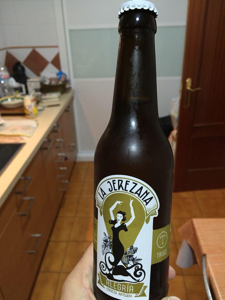 """Cerveza de trigo """"Alegría"""" de La Jerezana. 5,7 %. Muy rica y fresca. Cuerpo medio. Recomendable a los amantes de la cerveza de trigo. #lajerezana #artesanal #cerveza #beer #jerez #xerez"""