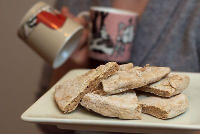 Stekpannescones med kardemumma och kanel