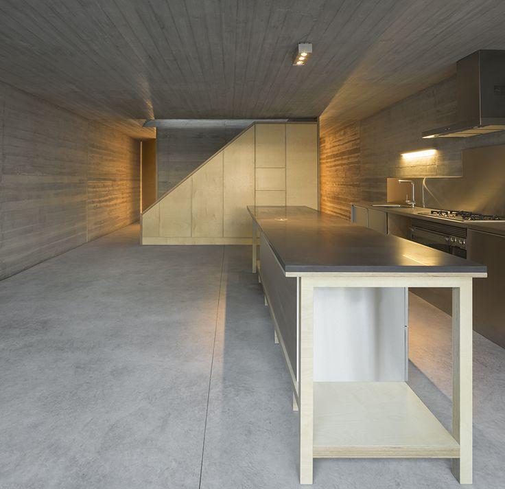 ARX Arquitectos proyecta una Casa en lisboa que reinterpreta la fachada tradicional. Vía catalogodiseno.com