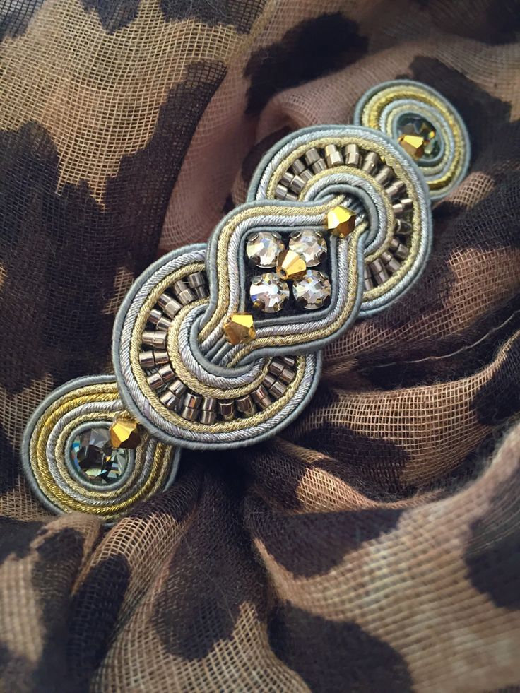 This winter, dress up your sweaters with Dori's Noces golden brooch…