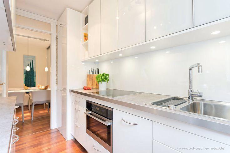 Küchenrückwand aus Laminat Hochglanz ( Kunststoff - HPL ) für eine Weisse Küche