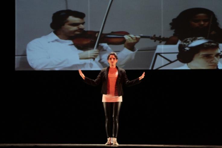 Mais uma foto do espetáculo O Som do Coração com a  bailarina Thaiza Oliveira.