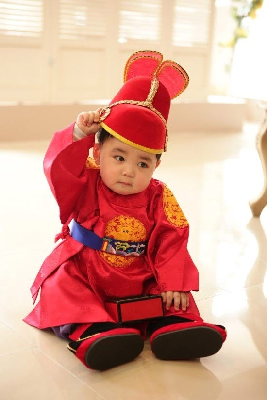 270 best KIDS IN TRADITIONAL HANBOK images on Pinterest