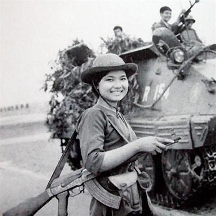 viet cong girls | National Liberation Front female soldier in final offencive (1975)