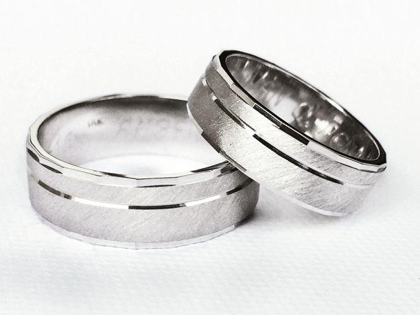 Argollas de matrimonio oro blanco de 18 K.