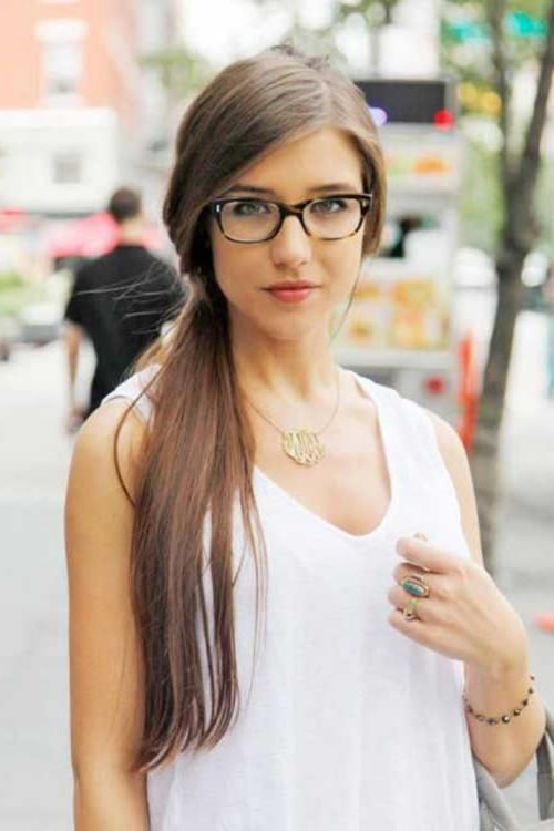 Choosing glasses that make you look younger