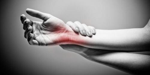 手首の痛みと指のしびれ