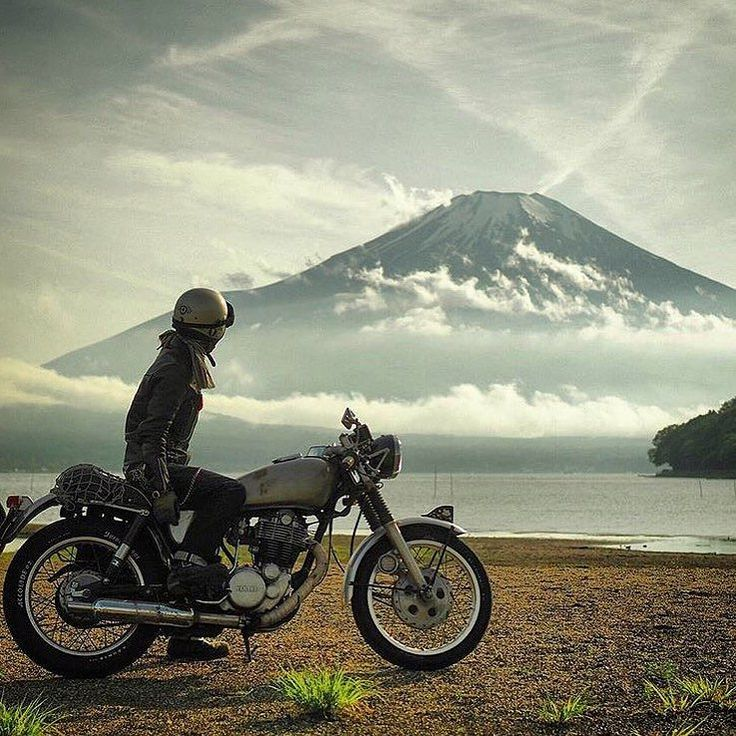 What a spectacular view  wouldn't mind riding here!! Epic shot from @noripuri with Mt. Fuji in the background!  #solinvictus #caferacer #caferacerxxx #mercury #mercurycaferacer #nemesis400  #custombike #custommotorcycle #scooter #wasp #newcastle #sydney #newtown #camperdown #ninetynineco #croig #tracker #menstyle #workshop #backtogrease #photography by sol_invictus_moto
