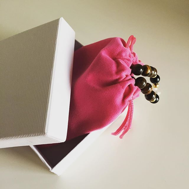 Do you like your bracelets gift wrapped?   #giftwrapping #jewellery #handmade #accessories #magenta #white #jewellerymaking #jewellerydesign #czechbrand #ombljewellery #christmas #christmaspresent