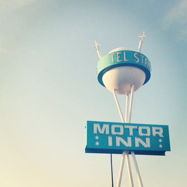Oh So Lovely Vintage - amazing vintage hotel sign