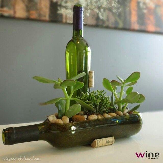 Uma forma útil para reaproveitar as garrafas vazias de vinho! #wine #vinho #instavinho #instawine #decor
