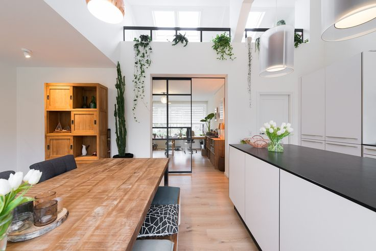 GewoonGers heeft deuren en een balustrade verzorgd in dit prachtige interieur in Rijswijk. Hier krijg je toch meteen inspiratie van? Wij in ieder geval wel! #GewoonGers #Rotterdam #Gers #interieur #balustrade #glas #poedercoat #glas #staallook #stalenpui #stalendeur #design #modern #custommade #interieurontwerp #accessoires #interieur #wonen #living #home