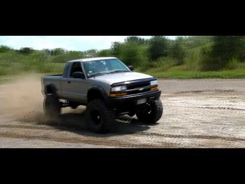 Chevy S10 ZR2 like a rock