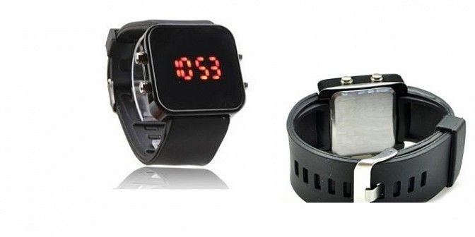 Zrcadlové LED hodinky v černé barvě, které ohromí Vás i Vaše okolí, místo ciferníku