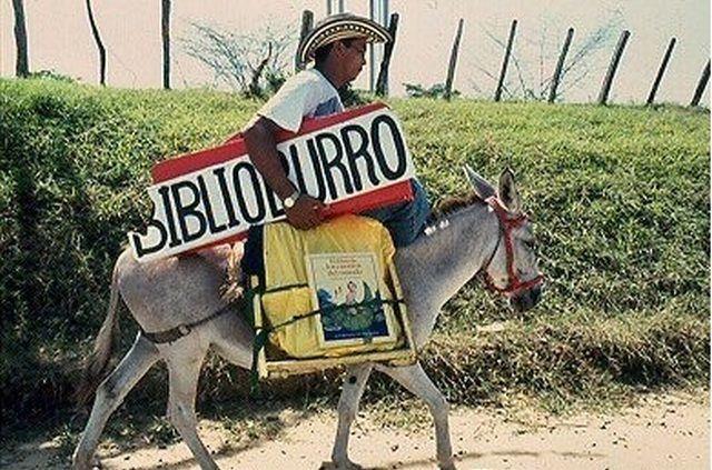 """AdictaMente: """"El Biblioburro"""" o burro biblioteca, y otras imágenes divertidas."""