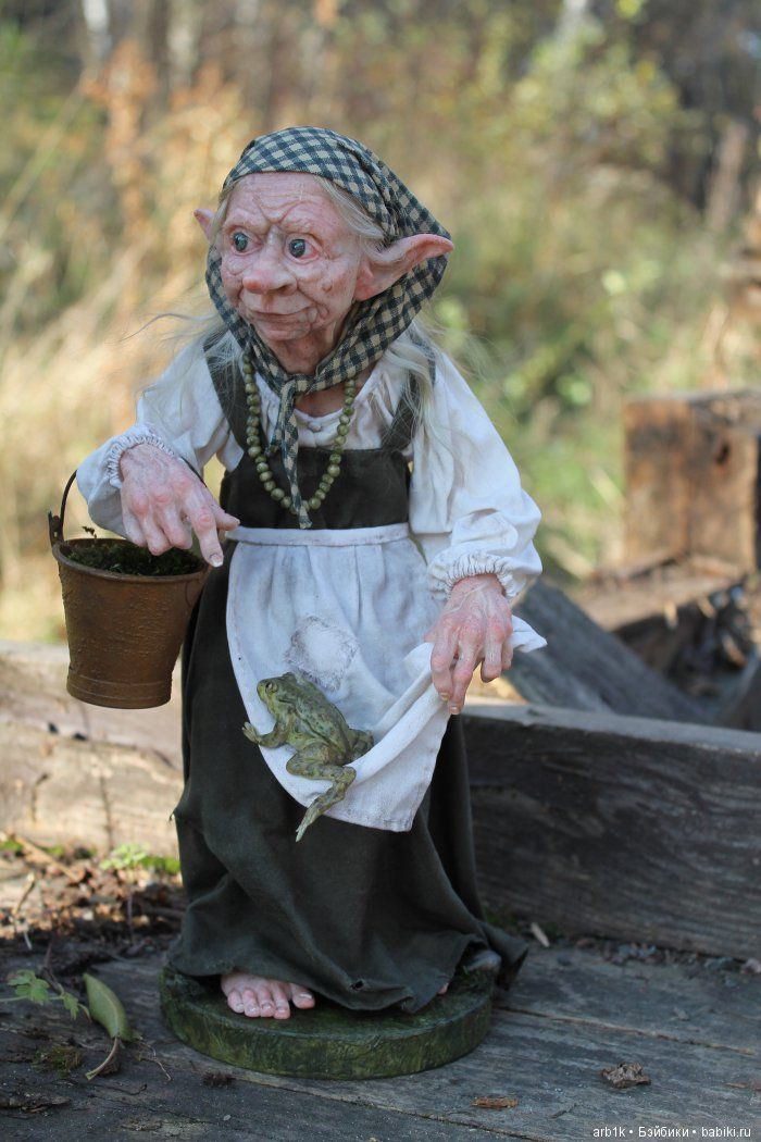 Здравствуйте, дорогие бейбиковцы! Хочу познакомить Вас со своей новой работой куклой Кикимора. Её высота 31 см. Я постаралась ее сделатьнемного