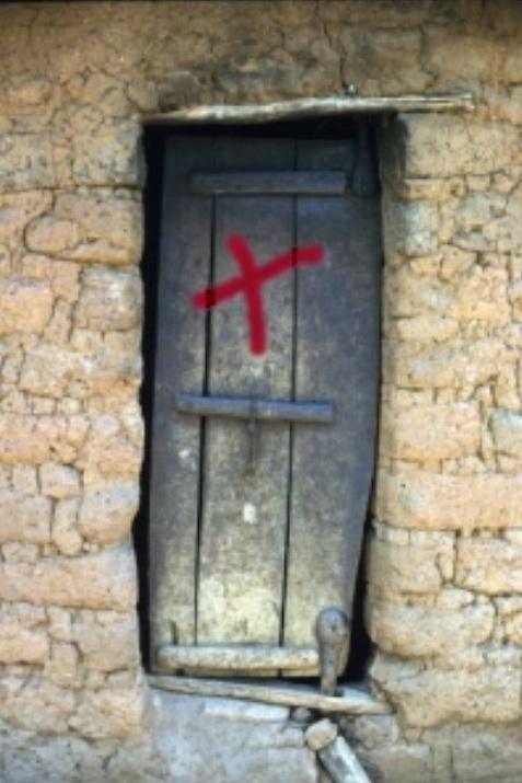 Durante la Edad Media, una cruz en la puerta informó a los demás que los habitantes habían desarrollado síntomas de la muerte Negro.