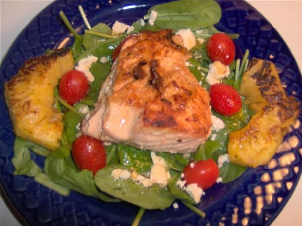 something different for summer..: Fitshop Recipes, Grilled Salmon, Salmon Salad, Salmon Spinach, Spinach Salads, Photo