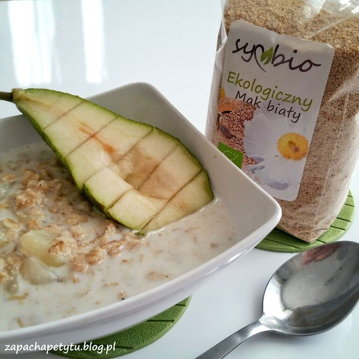 White poppy seed oatmeal with pear #zapachapetytu #oatmeal #pear #breakfast