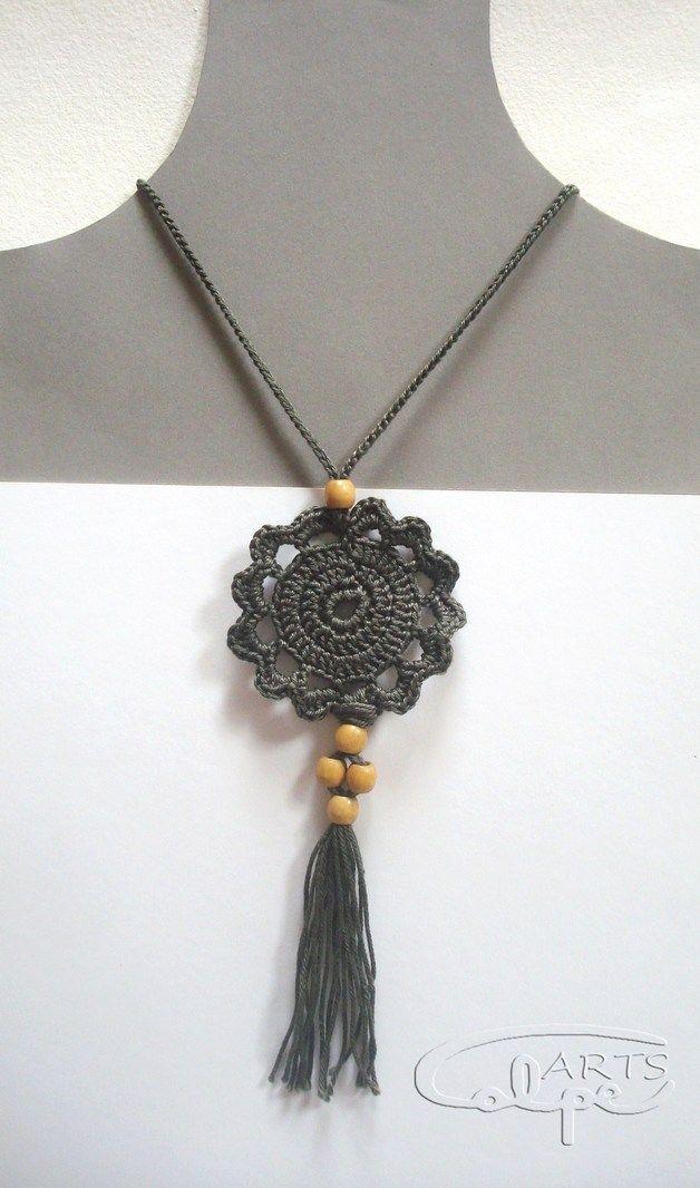 Häkelanhänger aus grauem Baumwollfaden guter Qualität und …   – collar cadena