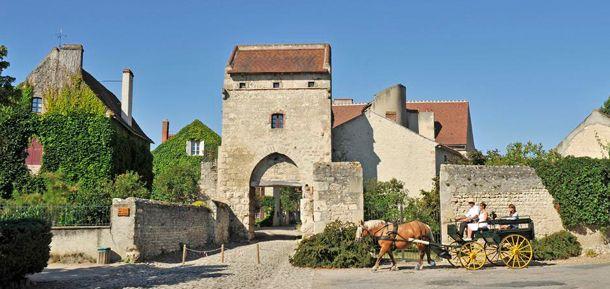 Ancienne place forte fortifiée, Charroux, situé dans l'Allier près de Vichy, est classé parmi les Plus Beaux Villages de France.  Tourisme en Auvergne : Découvrez Charroux : http://www.auvergne.fr/article/charroux