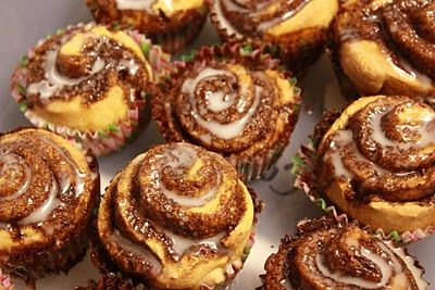 Cinnamon roll muffins: quick (no yeast) and sooo good! They are best fresh... not so great the next day :/