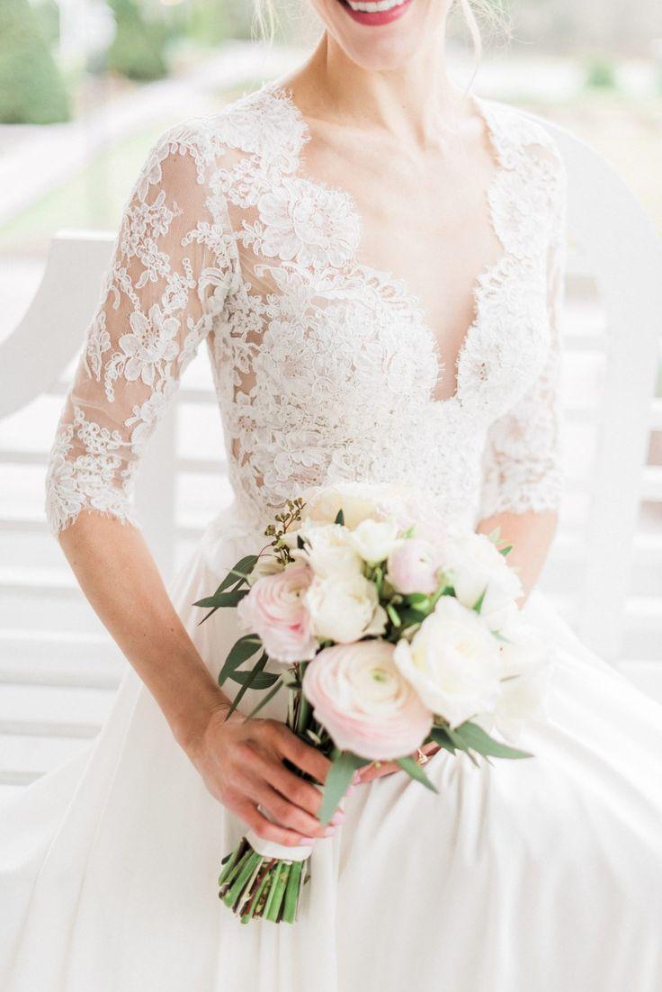 Timeless, Romantic Wedding | Alisa + Alex | Bridal top: Lea-Ann Belter Tallulah, Bridal skirt: THEIA | Image: Melinda Synder